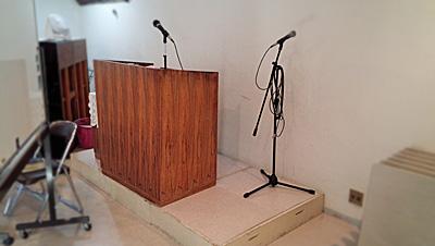 説教台と洗礼槽